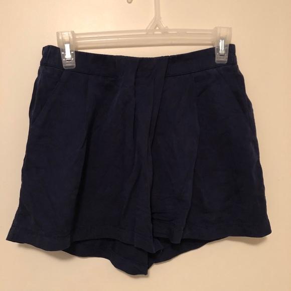 Lululemon pleaded shorts